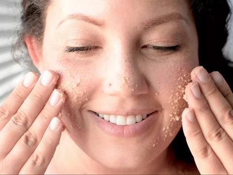 Отшелушивание кожи лица: популярные ошибки