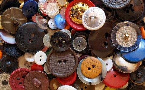 Пуговицы для рубашек: виды и способы пришивания