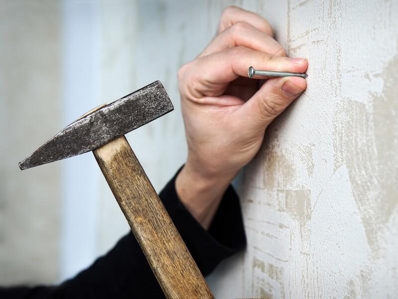 Как повесить картину на стену из гипсокартона