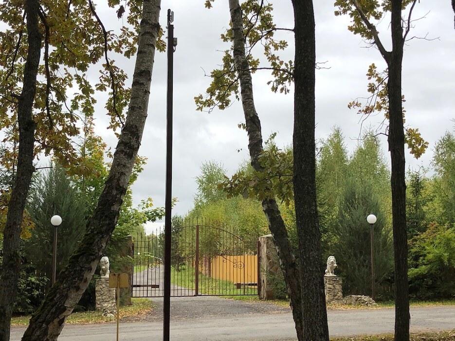На въезде в юго-восточную часть «Романовского Парка» установлена видеокамера