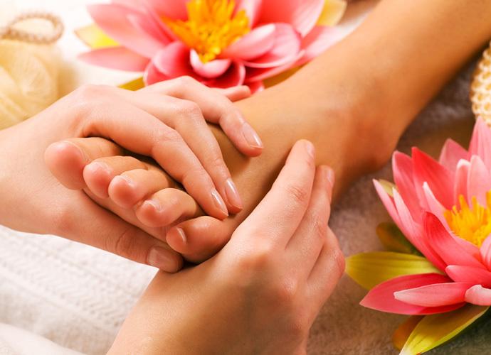 Массаж стоп — процедура не только для лечения плоскостопия