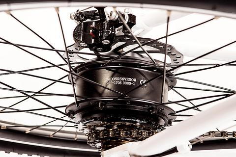 Чем отличается электровелосипеды с центральным мотором от заднего колеса мотора?