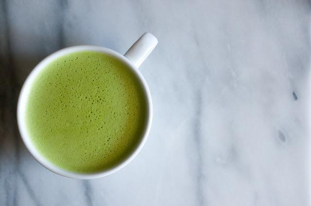 Латте с чаем матча и жасмином