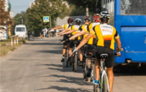 Катание на велосипеде в компании: советы и правила поведения