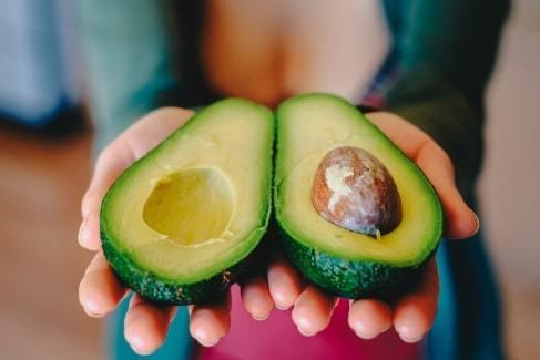 Как выбрать спелый авокадо?