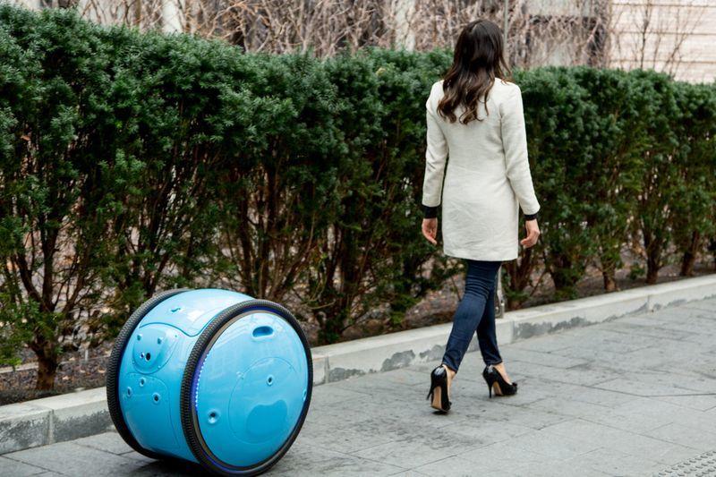 Робот Gita для перевозки багажа от производителя скутеров Vespa
