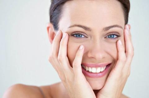 Как избавиться от мешков под глазами? Отвечает косметолог.