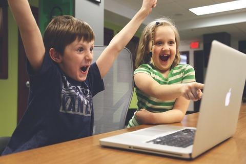 Как знакомить ребёнка с интернетом и как избежать интернет-зависмости?