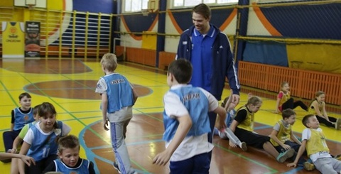 Репортаж об уроке One Team от Spalding и БК Химки на сайте Евролиги