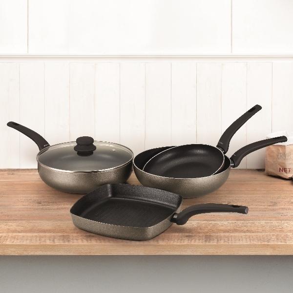 Несколько советов по уходу за посудой с антипригарным покрытием