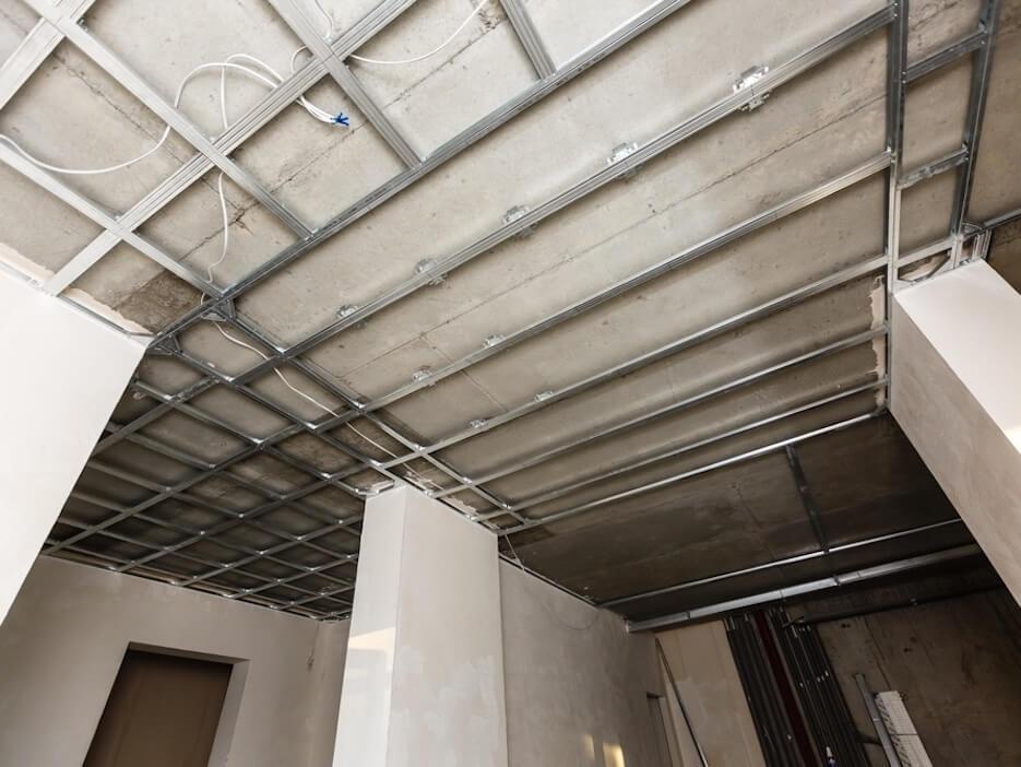 Монтаж потолочного каркаса для гипсокартона