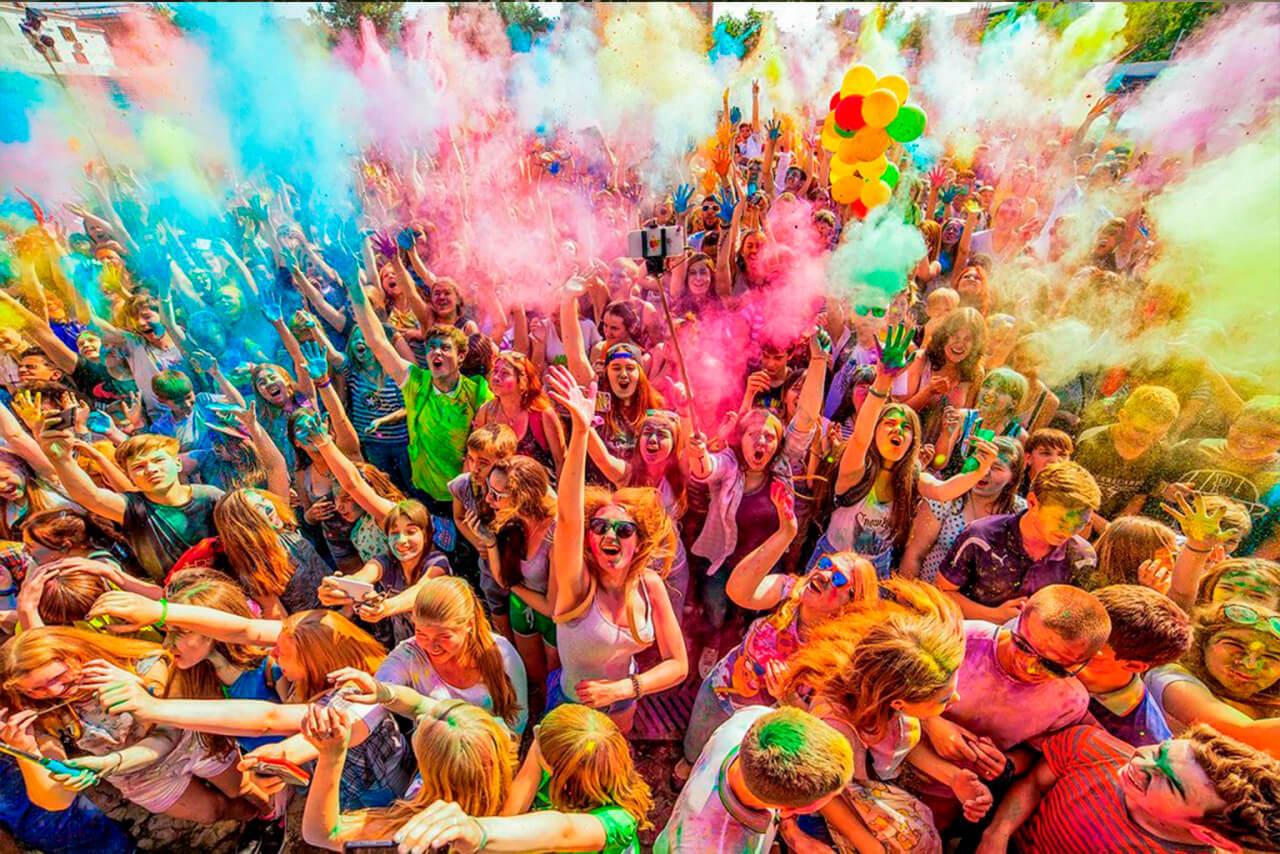 Что надеть на фестиваль красок Холи?