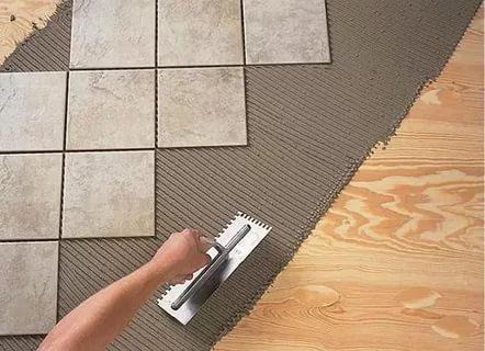 Основные технологии укладки плитки по деревянному полу