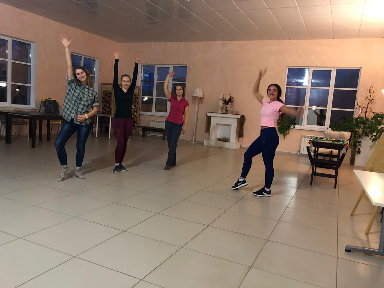 Зумба - танцевальная фитнес-тренировка в «Романовском Парке»