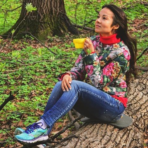 Чай в лесу, на брёвнышке