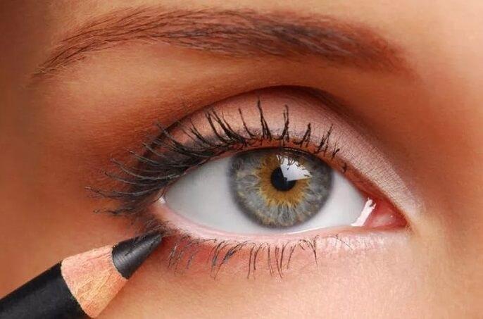 Как сделать карандаш для глаз из соломинки для питья.