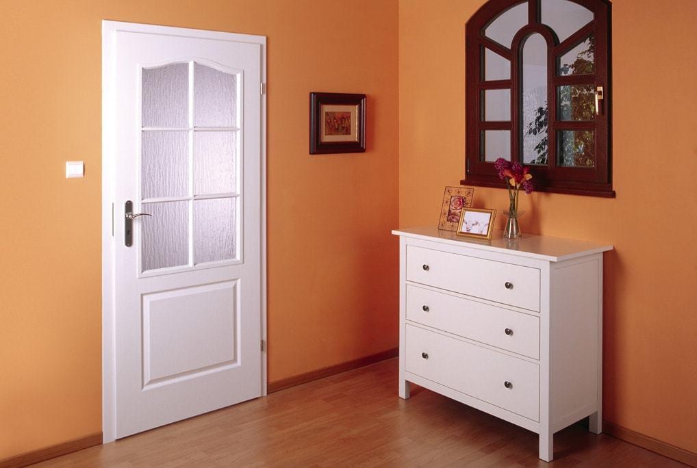 Межкомнатные ламинированные двери – отличное решение для экономии