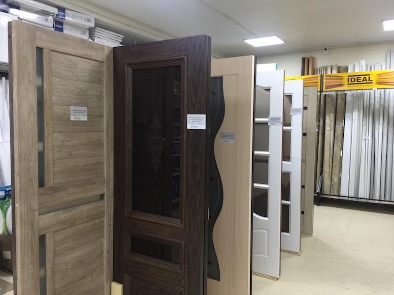В строймаркете в Заокском открылся демонстрационный зал с образцами дверей