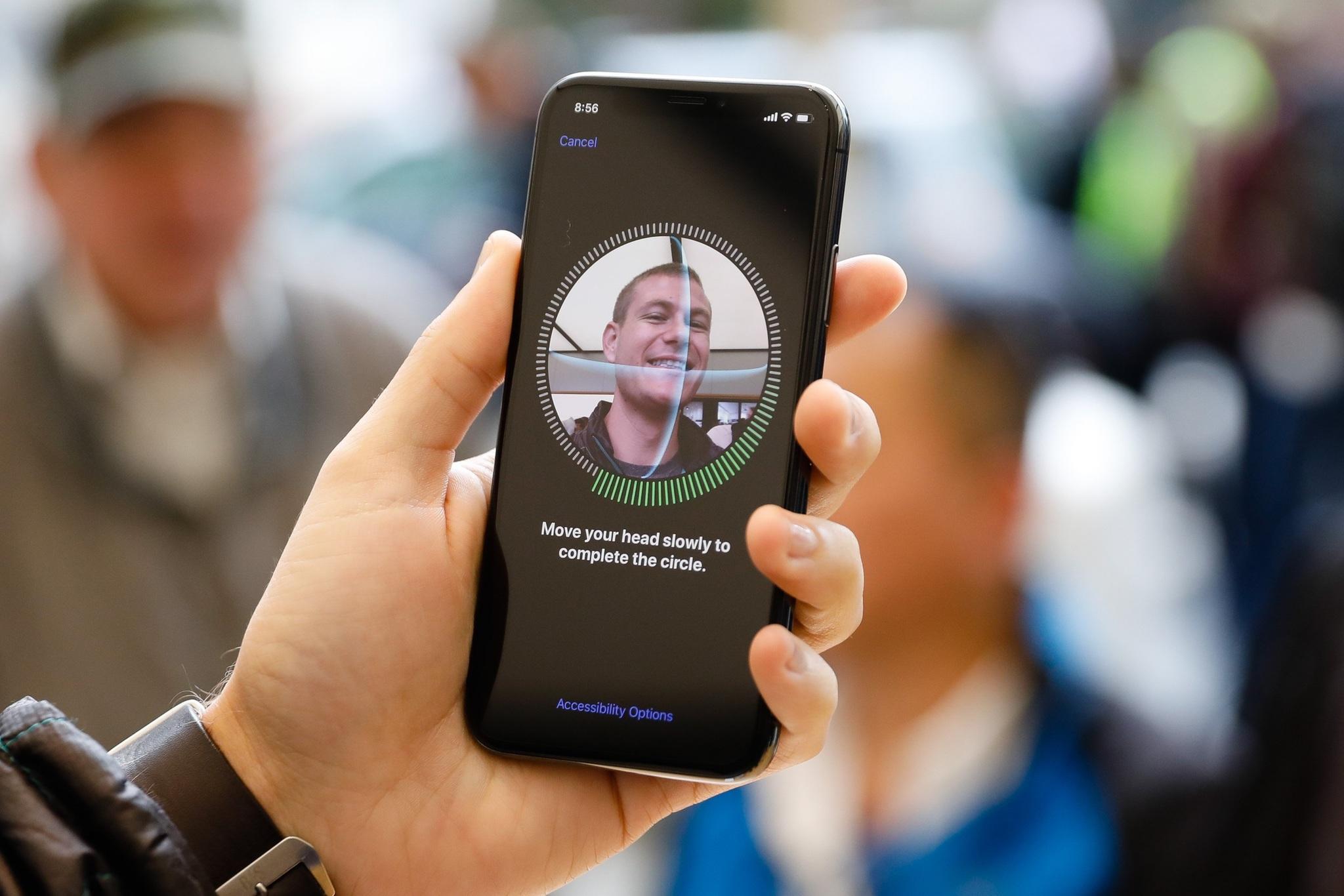 В НОВОМ IPHONE ОЖИДАЕТСЯ УЛУЧШЕНИЯ ФУНКЦИИ РАСПОЗНАВАНИЯ ЛИЦ, ЧТОБЫ ЛУЧШЕ ВИДЕТЬ ВЛАДЕЛЬЦА