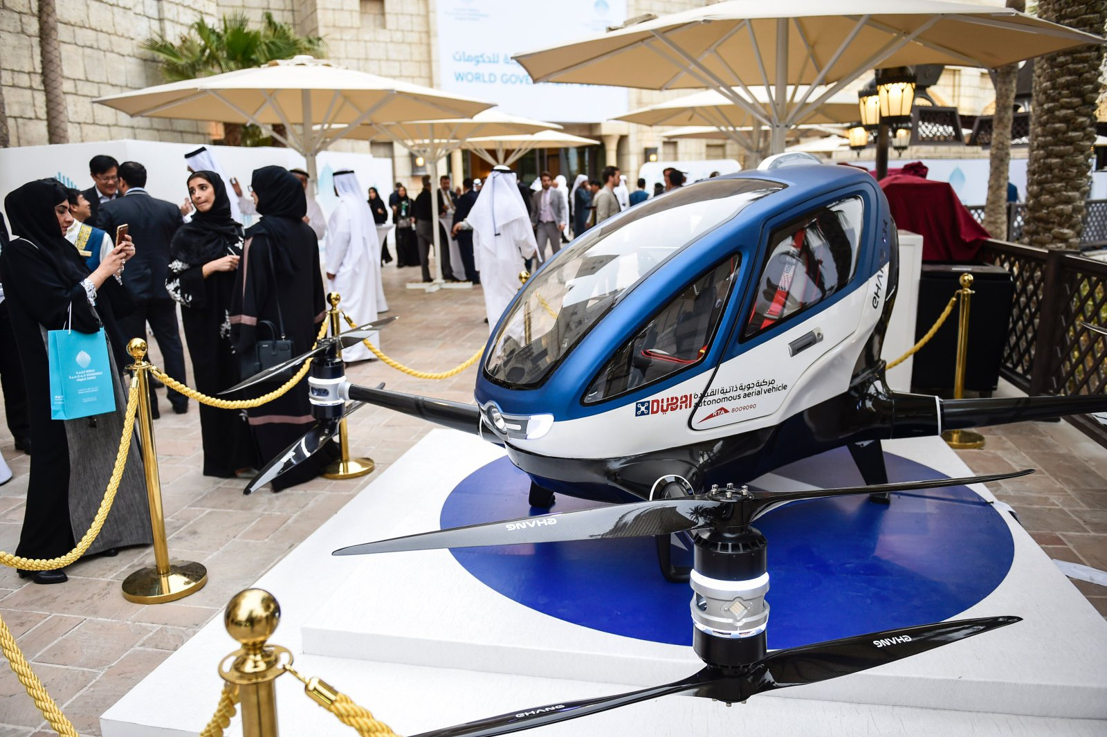 Пассажирский квадрокоптер Ehang 184 начнет перевозить людей в ОАЭ в июле 2017 года