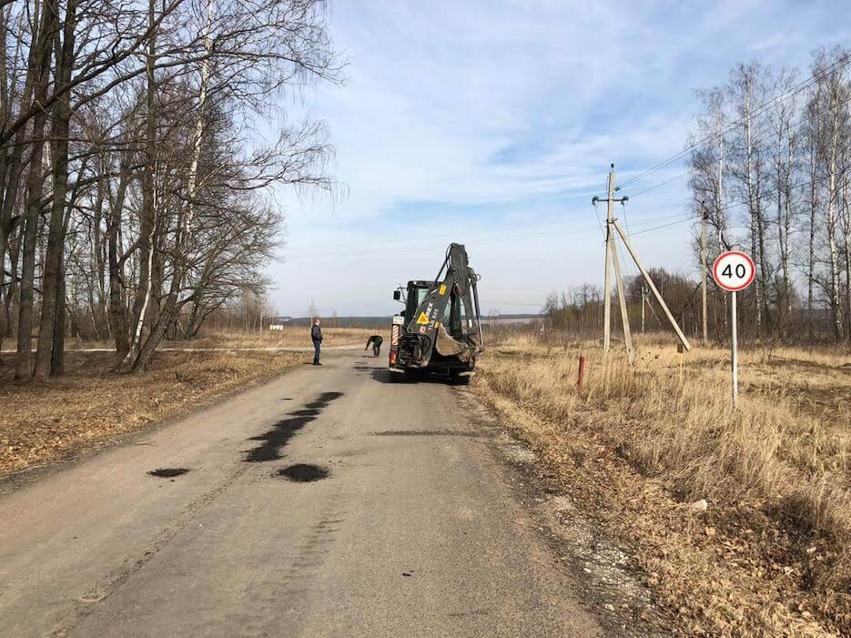 Начаты работы по ямочному ремонту подъездной дороги