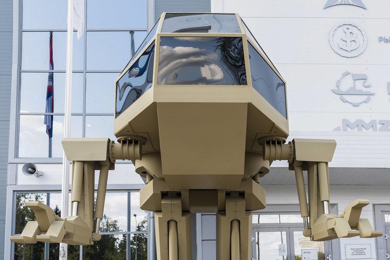 Любимец публики – робот «Игорек» похож на Робокопа