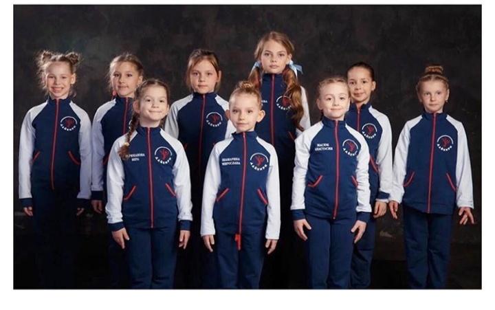 Команда воздушных гимнасток в классике