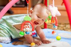 Первые игрушки и игры ребенка