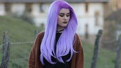 Фіолетовий колір волосся: популярні відтінки та рекомендації по вибору