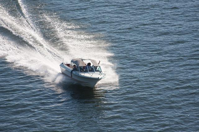 Скорость моторной лодки