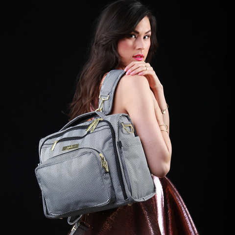 Для чего нужна сумка для мамы?