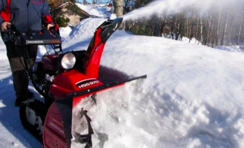 Снегоуборщики: как правильно выбрать технику?