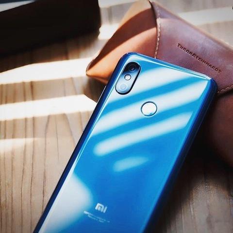 Топовая начинка, приятный дисплей, современный дизайн и всё это по очень доступной цене - Xiaomi Mi 8