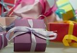 Выбираете подарок на Новый год любимому мастеру педикюра или маникюра?