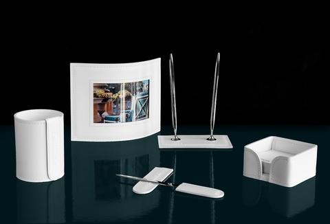 Канцелярский набор на стол руководителя из белой кожи – красота, стиль и качество