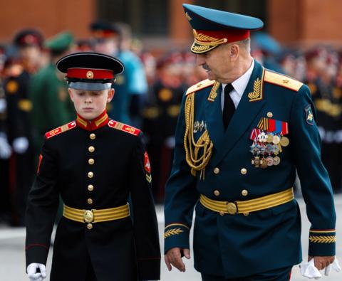 Офицерский парадный ремень: Россия против США.