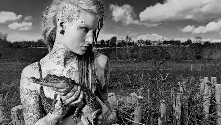 Сумки, клатчи, кошельки, ремни и аксессуары из крокодиловой кожи