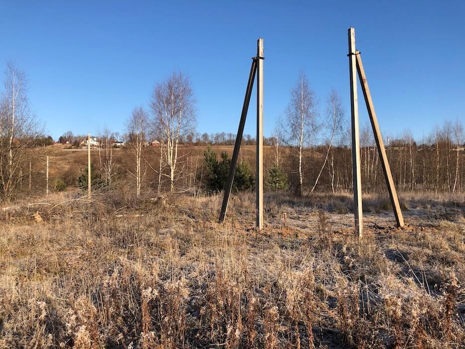 В северной части «Усадьбы Романово» начался монтаж линий электропередачи