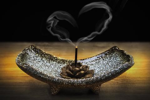 Ароматизация вашего дома с помощью благовоний и ароматических палочек