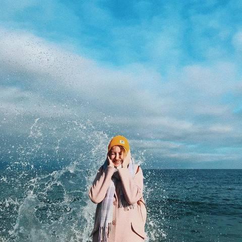 Алина и волны