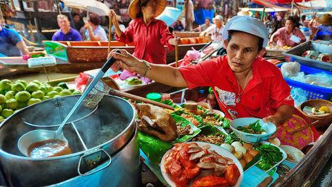 В Бангкоке запретили продавать еду на улицах
