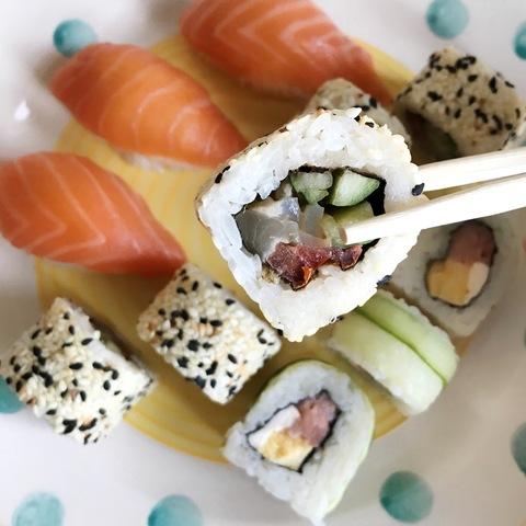 Японский этикет: как правильно есть суши и роллы