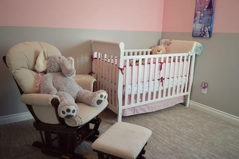 Выбираем кроватку для новорожденного: что нужно учитывать?