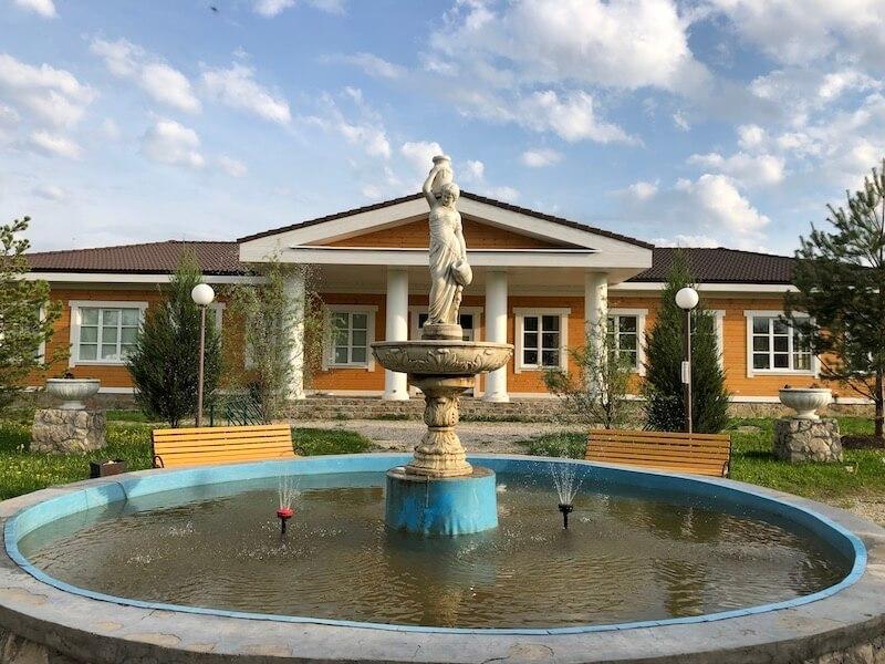 С наступлением летнего сезона в «Романовском Парке» запустили фонтан