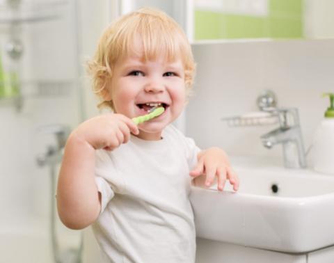 Как, когда и зачем чистить зубы до 3 лет?!