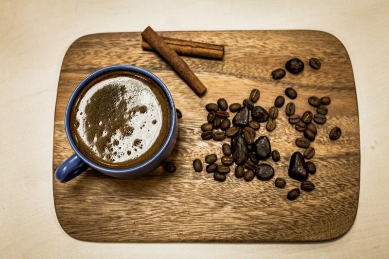 Традиционный кофе по-восточному: особенности приготовления и сервировки.