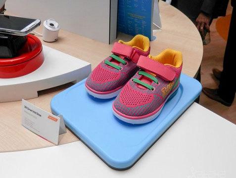 GPS трекер для детей, встроенный в кроссовки