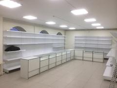 В магазине на улице Поленова устанавливается торговая мебель