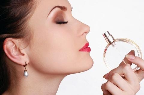 Как правильно наносить парфюм? 10 секретов стойкости парфюма
