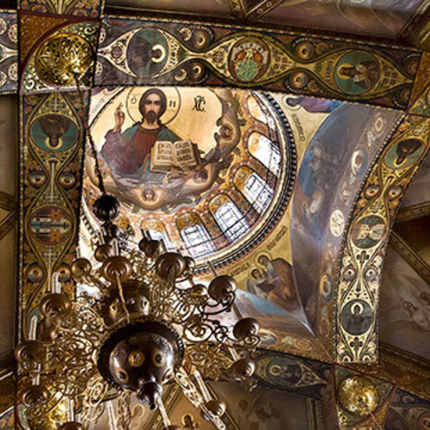 Фрески, которые помнят молитвы и ледовый каток